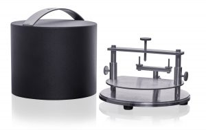 Photo of a Hot Disk RT Sample Holder and Case